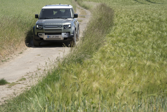 Fahrbericht: Land Rover Defender   - Sprung in die Moderne