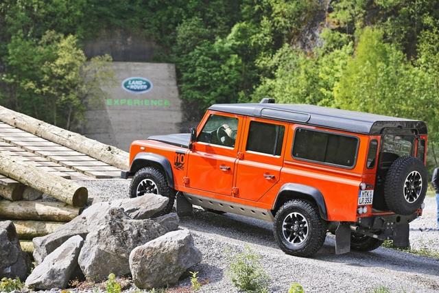 Land Rover Defender - Nur noch ein bisschen feiern