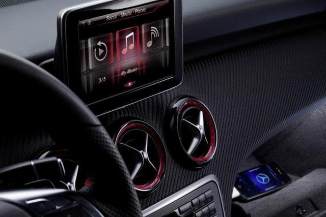 Mercedes A-Klasse - iPhone an Bord
