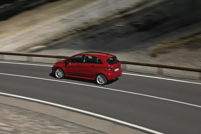 Mehr Sicherheit in der Kompaktklasse - A-und B-Klasse mit automatischem Bremsassistent
