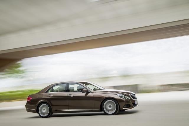 Mercedes-Benz E 250 - Aufgefrischtes Design und mehr Assistenten (Kurzfassung)