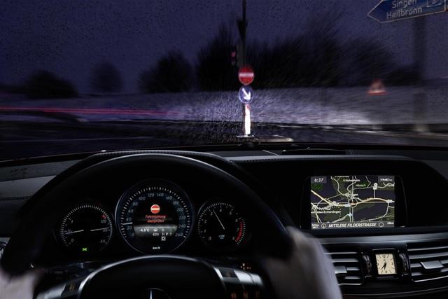 Falschfahr-Warner - Mercedes alarmiert Geisterfahrer