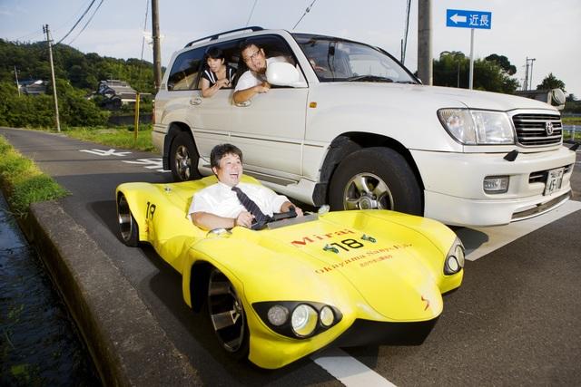 Das flachste Auto der Welt - Auf Kniehöhe