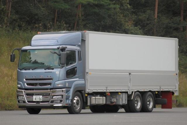 Fuso Diesel-Hybrid - Sparen auf der Autobahn