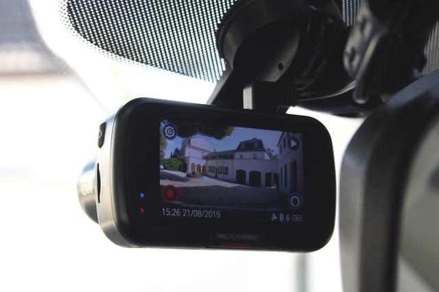 Erste Kfz-Versicherung mit Dashcam-Tarif - Wer filmt, spart Geld