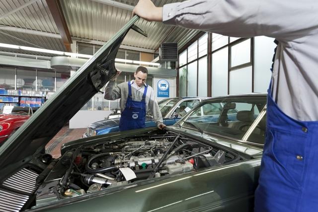 Oldtimer bei der HU - Rüstige Auto-Rentner