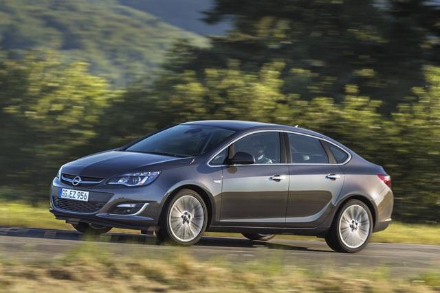 Opel Astra Stufenheck - Mit Rucksack gen Osten (Vorabbericht)
