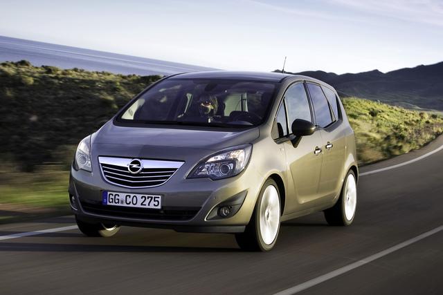 Hilfe für Flutopfer - Opel und Nissan verleihen Autos