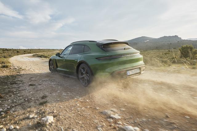 Fahrbericht: Porsche Taycan Cross Turismo  - Hobby-Heck mit Stromanschluss