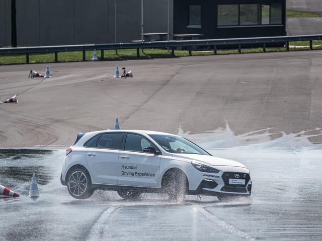 Neues Fahrtraining auch für Elektroautos - Im Hyundai auf die Schulbank