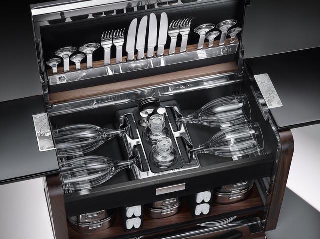 Rolls-Royce-Picknick-Korb - Bleikristall statt Pappbecher