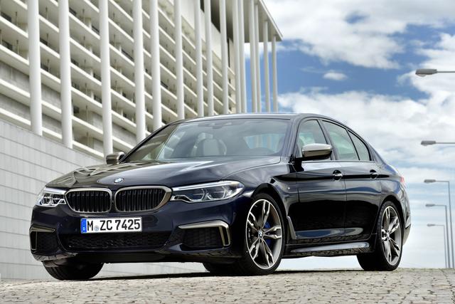 BMW M550i xDrive und 530e iPerformance - Ein starkes und ein sparsames Messedebüt