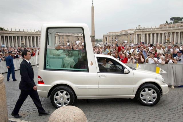 Neues Papamobil - Der Papst fährt elektrisch