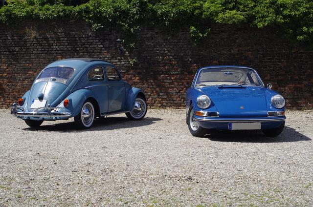 Fahrbericht: Porsche 911 2.0 trifft auf Volkswagen Käfer - Golfblauer Klassenunterschied
