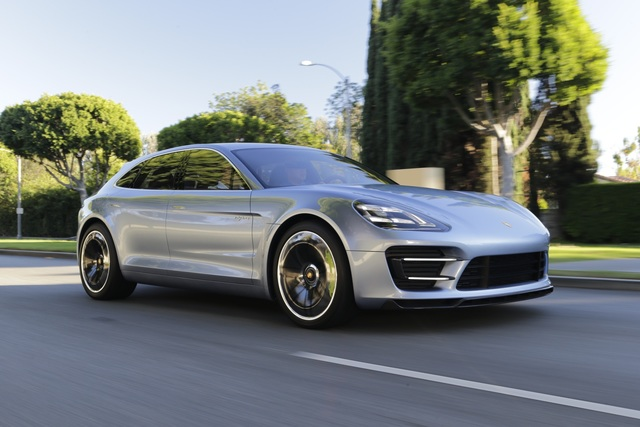 Panorama: Porsche Panamera Sport Turismo - Ein Star auf der Straße