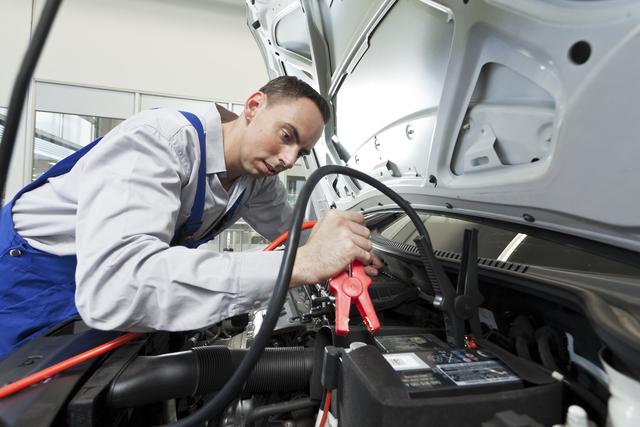 Ratgeber: Auto-Batterie länger fit halten  - Statt Klack-Klack lieber Auf-Zack