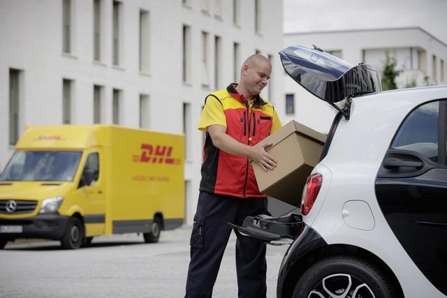 DHL liefert Pakete ins Auto - Der Smart als Packstation