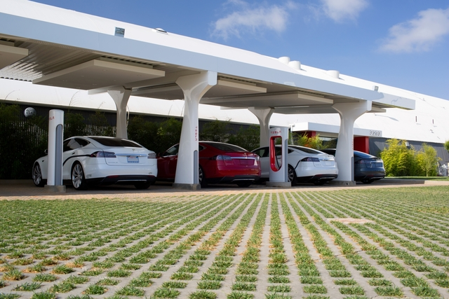 Tesla Supercharger - Elektro-Highway nimmt Formen an