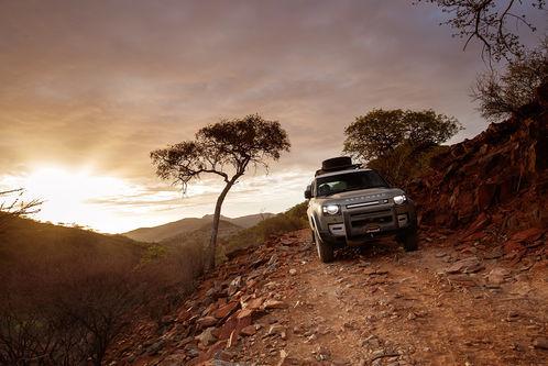 Land Rover Defender 110: In Namibia darf sich der Neue offroad beweisen