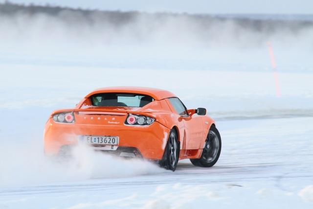 Ratgeber: E-Auto-Fahren im Winter  - An Reichweite und Handschuhe denken