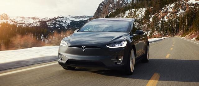 Tödlicher Tesla-Unfall - Autopilot beschleunigte vor Crash