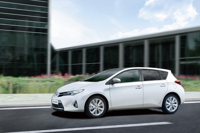 Toyota Auris Hybrid - Knausern auf niedrigem Niveau