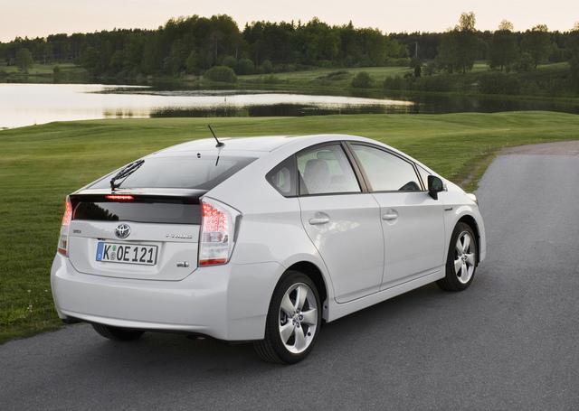 Toyota Prius bremst sicher beim TüV-Test