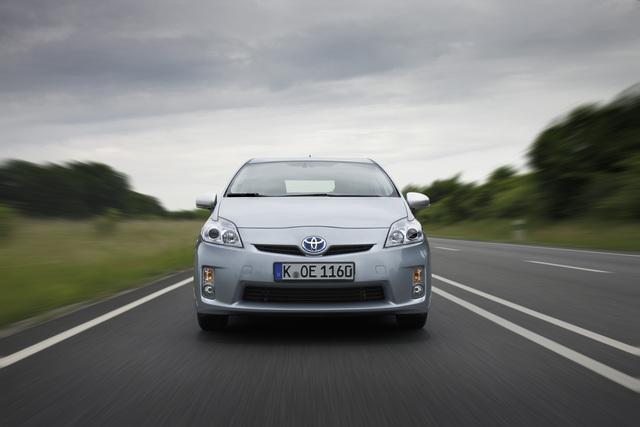 Toyota Prius Alpha - Neue Hybridvariante mit mehr Platz