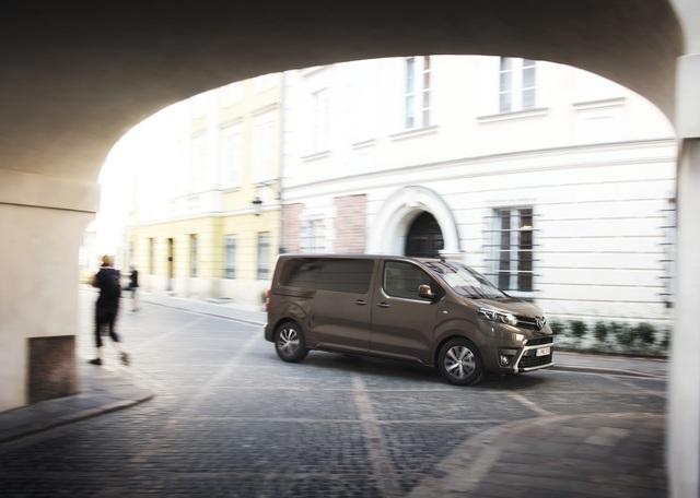 Toyota Proace - Personen oder Pakete – Hauptsache Platz (Kurzfassung)