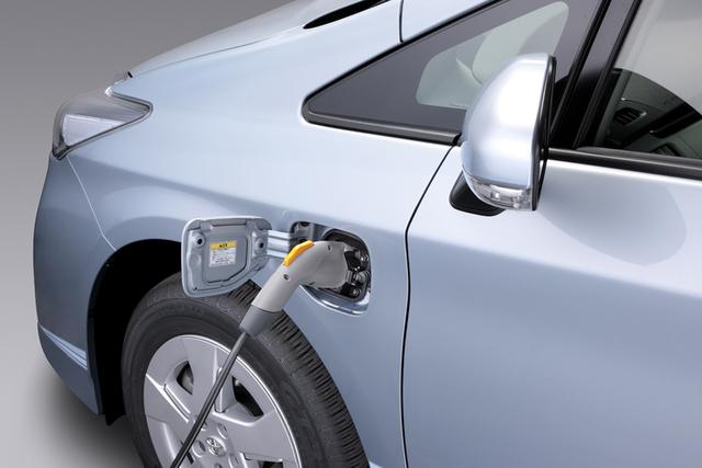 Kleinwagen - Toyota liefert Hybrid- und Elektromobil-Technik an Daihatsu