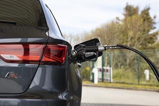 Studie: E-Autos noch nicht klimafreundlich - Strommix sorgt für sch...