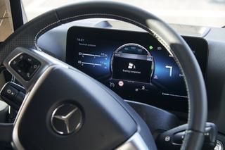 Lkw-Assistenzsysteme von Mercedes   - Notbremsung vor Abbiegeunfall