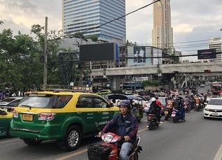 Auf den Straßen von Bangkok - Am Puls des Chaos