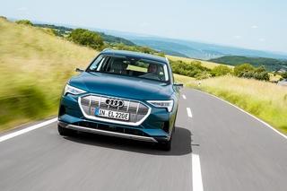 Audi e-tron 55 Langstreckentest - Nachts auf dem Parkplatz