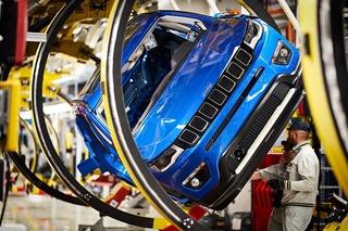 Hintergrund: Plug-In-Jeep aus Italien - Jeeps Strom-boli