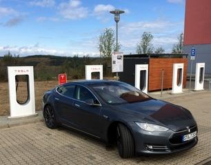 So schnell laden Elektroautos wirklich - Laden ist nicht gleich laden