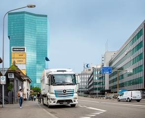 Lkw Parkchaos entlang der deutschen Autobahnen - Gefahrenzone Autobahn