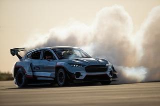 Ford Mustang Mach-E 1400 - Auf den Spuren von Evel Knievel