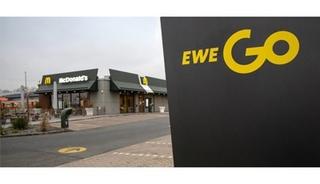 Ladesäulenflut an Geschäften, Fast-Food-Ketten und Tankstellen - Di...