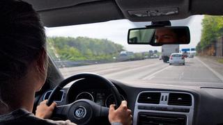 Ratgeber: Richtiges Einfädeln auf Autobahnen - Spurwechsel niemals ...