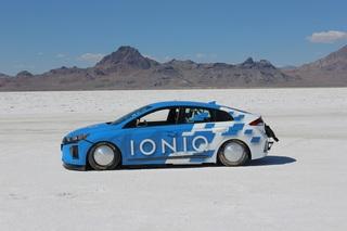 Hyundai Ioniq auf Rekordfahrt - Speed-Hybrid