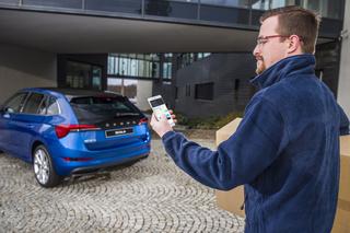 Paketzustellung ins Auto - Skoda testet Kofferraum-Briefkasten