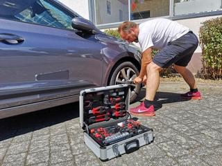 Ratgeber: Reifenpanne - Was tun bei einem Plattfuß?