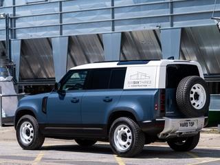 Land Rover Defender Hard Top   - Für den Transport ins Hinterland