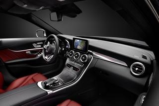 Neue Mercedes Benz C-Klasse - Überholen auf der inneren Spur