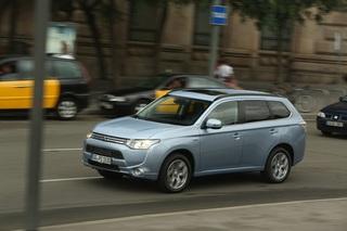 Mitsubishi Outlander PHEV - Drei Motoren sparen besser (Kurzfassung)