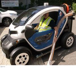 Renault Twizy als Reinigungsmobil - Emissionsfrei gegen Hundekot