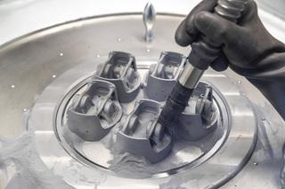 Kolben aus dem 3D-Drucker   - Porsche printet in die Zukunft