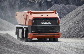 Autonomer Muldenkipper Scania AXL - Fahrerlos im Tagebau
