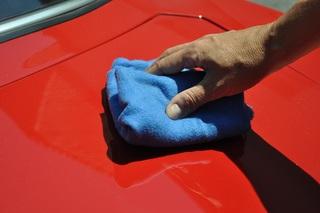 Ratgeber: Autopflege im Sommer - Weg mit dem ätzenden Dreck